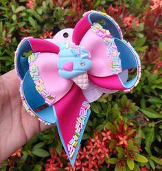 Image may contain: flower Little Girl Hairstyles, Diy Hairstyles, Baby Tiara, Princess Hair Bows, Polymer Clay Kawaii, Fabric Flower Tutorial, Baby Hair Bows, Diy Bow, Diy Headband