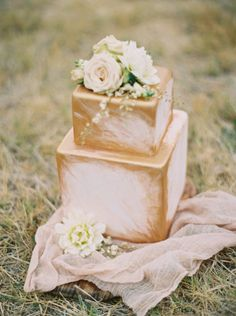Gold brushed cake: http://www.stylemepretty.com/australia-weddings/western-australia-au/perth/2015/03/19/intimate-perth-wheatfield-wedding/ | Photography: Katie Grant - http://www.katiegrantphoto.com/