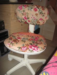 era la classica sedia da studio blu