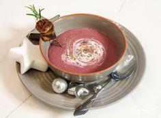 Und mit dieser Suppe starte ich mein diesjähriges Weihnachtsmenü - es ist ein Rotkohl-Cranberry-Suppe mit Polenta-Spekulatius-Spießchen. Auch ganz wunderbar vorzubereiten, damit es am Festtag ein streßfreies Menü gibt. #weihnachtsmenü #allergiearm #glutenfrei #sojafrei #histaminarm #vegan #vegetarisch #kochtrotz