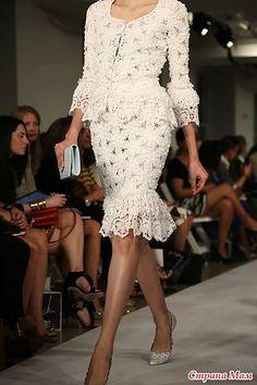 "Photo from album ""Костюм для Афродиты от Oscar de la Renta. Crochet on Yandex. Couture Fashion, Runway Fashion, High Fashion, Womens Fashion, Chanel Couture, Dress Skirt, Lace Dress, Dress Up, White Dress"