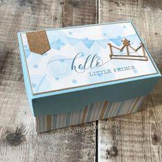 """Bettina Reisinger on Instagram: """"Diese Box ist schon vor 4 Wochen entstanden, hat es aber nicht in die sozialen Medien geschafft 😶 Am Blog gibt es noch ein paar Details…"""" Baby Cards, Decorative Boxes, Blog, Instagram, Paper, Baby Blue, Social Media, Gift Cards, Creative"""