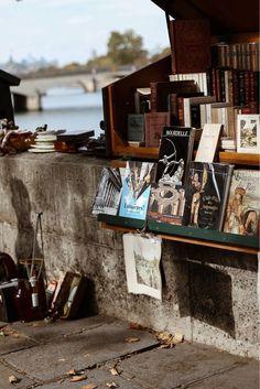Fall in Paris. #bookshops #bookstore #autumninspiration #autumndecoration