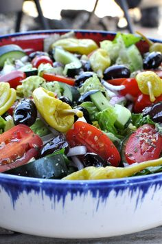 Paleo Greek Salad Recipe - I'll probably add feta cheese.I know that's NOT Paleo.but what is Greek salad without Feta. Healthy Salads, Healthy Eating, Healthy Dinners, Paleo Recipes, Cooking Recipes, Cooking Tips, Greek Salad Recipes, Brunch, Snacks Für Party