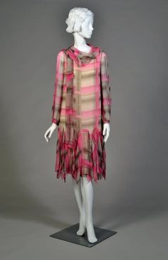 1926 flapper day dress, sheer silk in pink, black, and brown plaid with ruffled hem. 20s Fashion, Moda Fashion, Art Deco Fashion, Fashion History, Retro Fashion, Vintage Fashion, Fashion Design, Womens Fashion, 1920 Style