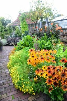A gallery of gardening images. Mostly cottage gardens and edible gardens. Sometimes not. Sideblog of...