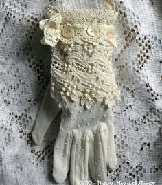Vintage glove with lace & buttons