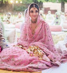 Sikh Wedding Dress, Pakistani Wedding Outfits, Indian Bridal Outfits, Bridal Dresses, Desi Wedding, Wedding Bride, Sikh Bride, Punjabi Bride, Pink Bridal Lehenga