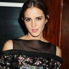 Emma Watson: Shoulders