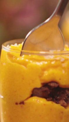 Une façon originale de cuisiner le potiron dans une recette sucrée Dessert Light, Cream Cheese Eggs, Coconut Cookies, Cookies And Cream, Pumpkin Puree, Food Videos, Mashed Potatoes, Cake Recipes, Biscuits