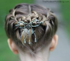 Summer Hair Style - A dangle flexi clip works on women and little girls!