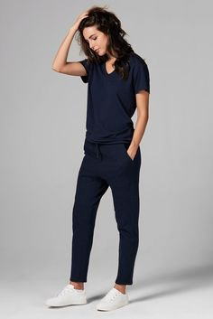 Minimalist Fashion Tips: Womens Minimal Outfits - Biseyre Minimal Fashion Style Tips. Minimal fashion Outfits for Women and Simple Fashion Style Inspiration. Minimalist style is probably basics when comes to style. Mode Outfits, Casual Outfits, Fashion Outfits, Fashion Tips, Airport Outfits, Summer Outfits, Minimal Outfit, Minimal Fashion, Minimalist Fashion Women