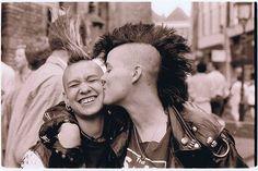 punks in love New Wave, Estilo Punk Rock, Punks Not Dead, Punk Goth, 80s Punk, Riot Grrrl, New Romantics, Club Kids, Punk Fashion