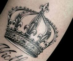 Tatuajes de coronas - Cuchotattoo Girly Tattoos, Mini Tattoos, Great Tattoos, Black Tattoos, Body Art Tattoos, Small Tattoos, Tattoos For Guys, Sleeve Tattoos, Queen Crown Tattoo