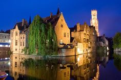 BELGIUM // Where to Eat Well in Bruges: Top 10 Local Restaurants // http://theculturetrip.com/europe/belgium/articles/where-to-eat-well-in-bruges-top-10-local-restaurants/