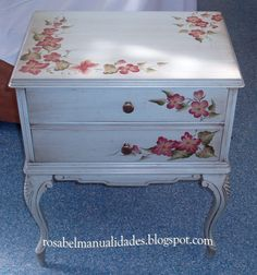 Hand Painted Furniture, Rustic Furniture, Rose Design, Furniture Making, Furniture Makeover, Vintage Decor, Nightstand, Farmhouse Decor, Decorative Boxes