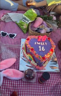 Pretty Birthday Cakes, Pretty Cakes, 18th Birthday Party, Happy Birthday, Just Cakes, Aesthetic Food, Cute Food, Let Them Eat Cake, Cake Designs