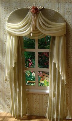 The curtains measure 11,5cm wide x 21,5 cm height or your measurements and color