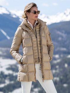 Mode Au Ski, Ski Pants, Fur Boots, Down Coat, Size Model, Winter Jackets, Turtle Neck, Clothes For Women, Satin