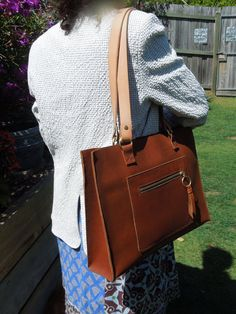 Tan Leather Tote with pockets and Veg Tan от PeregianCoastLeather