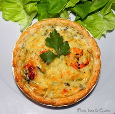 Tarte aux crevettes antillaise | Une Plume dans la Cuisine Haitian Food Recipes, Good Food, Yummy Food, Savory Tart, Creole Recipes, Gluten, Caribbean Recipes, French Food, Fish And Seafood