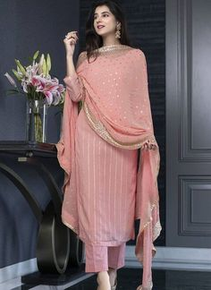 Party Wear Indian Dresses, Pakistani Dresses Casual, Designer Party Wear Dresses, Indian Gowns Dresses, Kurti Designs Party Wear, Dress Indian Style, Indian Fashion Dresses, Pakistani Dress Design, Indian Designer Outfits