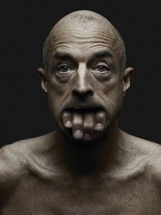 Multi-media artist Babak Hosseiny has collaborated with photographer Jeffrey Vanhoutte in a provocative photo manipulation series entitled 'Ô les mains'. Photography Awards, Photoshop Photography, Creative Photography, Art Photography, Photoshop Photos, Advertising Photography, Photomontage, Kreative Portraits, Montage Photo