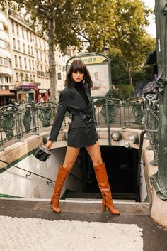 Bottes cuissardes en cuir à talons Minelli, collection Automne/Hiver 2019 Brown High Heel Boots, Brown Boots Outfit, Camel Boots, Winter Boots Outfits, Crotch Boots, Hot High Heels, Sexy Boots, Girls, Fashion Outfits