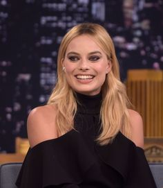 Margot Robbie - hair - Tonight Show With Jimmy Fallon in NYC, July 2016 Margot Robbie Style, Margot Elise Robbie, Margo Robbie, Rick Flag, Beautiful Smile, Beautiful People, Beautiful Women, Jimmy Fallon Show, Danish Girl