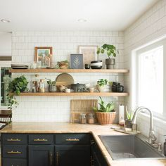 I cut corners with my open kitchen shelving and I don't want you to do the same. Get my tips for finishing off your floating shelves correctly! Small Cottage Kitchen, Condo Kitchen, Kitchen Corner, Kitchen Remodel, Cottage Kitchen Renovation, Kitchen Walls, Kitchen Office, Kitchen Cabinets, Kitchen Wall Shelves