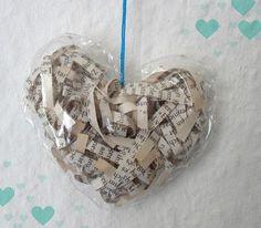Turquoise Tepid Teadrop: Recycling- Bastelanleitung: Plastikherzen gefüllt mit alten Buchseiten // Recycling - Tutorial: Plastic Hearts filled with old Book Pages