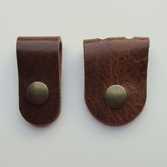Earbud / earphone / cable organizers in brown vegetable tanned leather handmade by RinartsAtelier