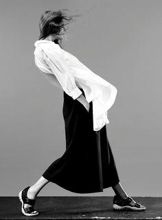 @liviamoraespins l Bold Simplicity - white shirt & sleek black skirt; minimalist fashion // Ph. Josh Olins
