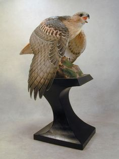 Red-tailed-Hawk-Original-Wood-Carving