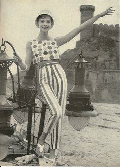I had a shirt like this in the 1960s with petal pushers which made me a child fashionista!!