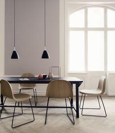 GUBI // Bestlite pendant and Gubi chair Design Moderne, Deco Design, Dining Room Inspiration, Interior Inspiration, Design Inspiration, Bauhaus, Danish Design, Modern Design, Dynamic Design