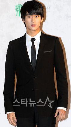 Kim SooHyun with a Stylish Fashion SuitPublish Date : June 24 ,2011
