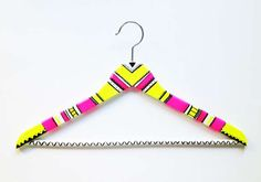 Neon-Patterned Hangers - While coat hangers are practical for holding your clothing and jackets, they are often boring and plain to look at, which is why these DIY neon-pat. Diy Masking Tape, Washi Tape, Best Clothes Hangers, Diy Hangers, Closet Hacks, Boutique Deco, Do It Yourself Fashion, Closet Accessories, Idee Diy