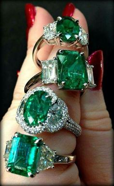 Gorgeous emeralds.via scarlett feather