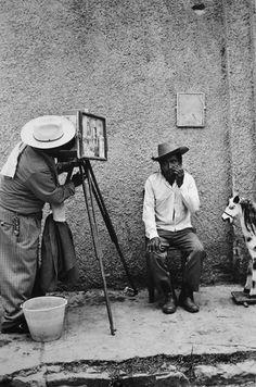 Fotógrafo, Chiapas, 1975 Photo by Graciela Iturbide