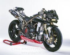 Immagine di http://www.philaphoto.com/imageLibrary/albums/UPLOADS/996RS/Ducati996RS-097.jpg.