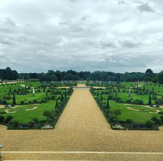 #hamptoncourt #gardens #henryviii #london #uk #green #symmetry #clouds #path