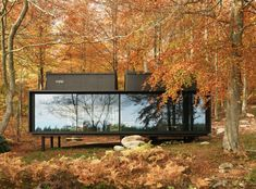 If you share our fascination with modern prefab cabins, we thing you're going to like the Vipp Shelter. Its sleek, modern and eye catching. Cabin Design, House Design, Prefabricated Cabins, Prefab Homes Canada, Prefab Houses, Tiny Houses, Microhouse, Casas Containers, Urban Loft