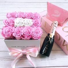 All your girl need is a rosebox champagne and chocolate . Get the perfect arrangement at www.theroyalroses.de #theroyalrosesgermany #rosebox #infinity #champagne #chocolate