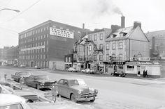 La fonderie Terreau et Racine a été remplacée par un immeuble à condominiums, les mets asiatiques de la Petite Dana ont pris la place des fèves au lard du restaurant Paradis. Quebec Montreal, Quebec City, Chute Montmorency, Chateau Frontenac, Le Petit Champlain, Lard, Canada, Close To Home, Rue