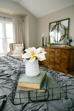 Give your home the 'Fixer Upper' treatment with these easy to come by thrift and flea market finds Joanna Gaines herself would approve of. Magnolia Farms, Magnolia Market, Magnolia Homes, French Country Bedrooms, French Country Decorating, Farmhouse Style, Farmhouse Decor, Country Style, Farmhouse Design