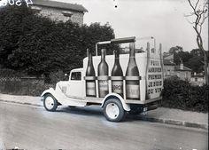 Latil-4305 truck advertising wine.