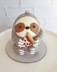 Sloth Cake with Pizza Slice by _leslie_vigil_ - Cake Decorating Simple Ideen Pretty Cakes, Cute Cakes, Beautiful Cakes, Amazing Cakes, Fondant Cakes, Cupcake Cakes, Sloth Cakes, Dog Cakes, Funny Cake