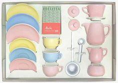 """Kaffee-Service und Melitta-Schnellfilter für kleine Hausfrauen (""""coffee service for small housewives"""") play dishes set, West Germany, 1955, by Melitta."""