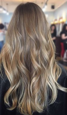 2019 Haarfarbtrends, die Sie sofort kopieren sollten - Samantha Fashion Life 2019 hair color trends that you should immediately copy - good looking light brown hair colors to try - And Beauty Dark Blonde Hair Color, Brown Blonde Hair, Hair Color Balayage, Cool Hair Color, Natural Blonde Balayage, Dirty Blonde Hair With Highlights, Blonde Honey, Balayage Hair Light Brown, Light Brown Hair Colors
